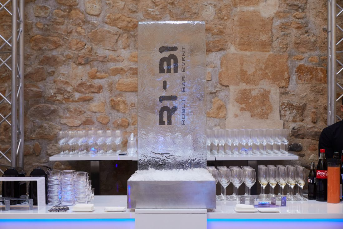 Hors-Concept Lancement de R1-B1, le premier robot barman